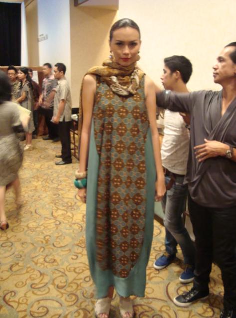 Backstage Images of Batik Danar Hadi 2011 Fashion Show   Art8amby's ...