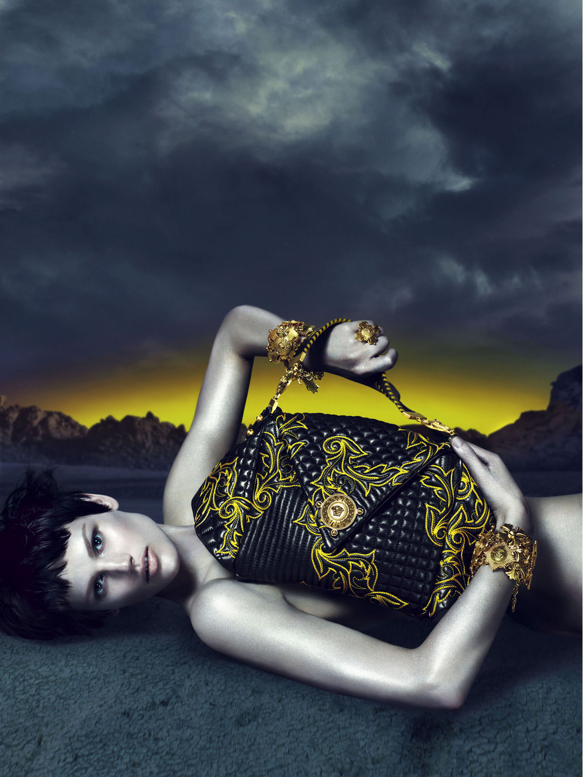 Art8amby S Blog: Versace Fall Winter 2011 Ad Campaign